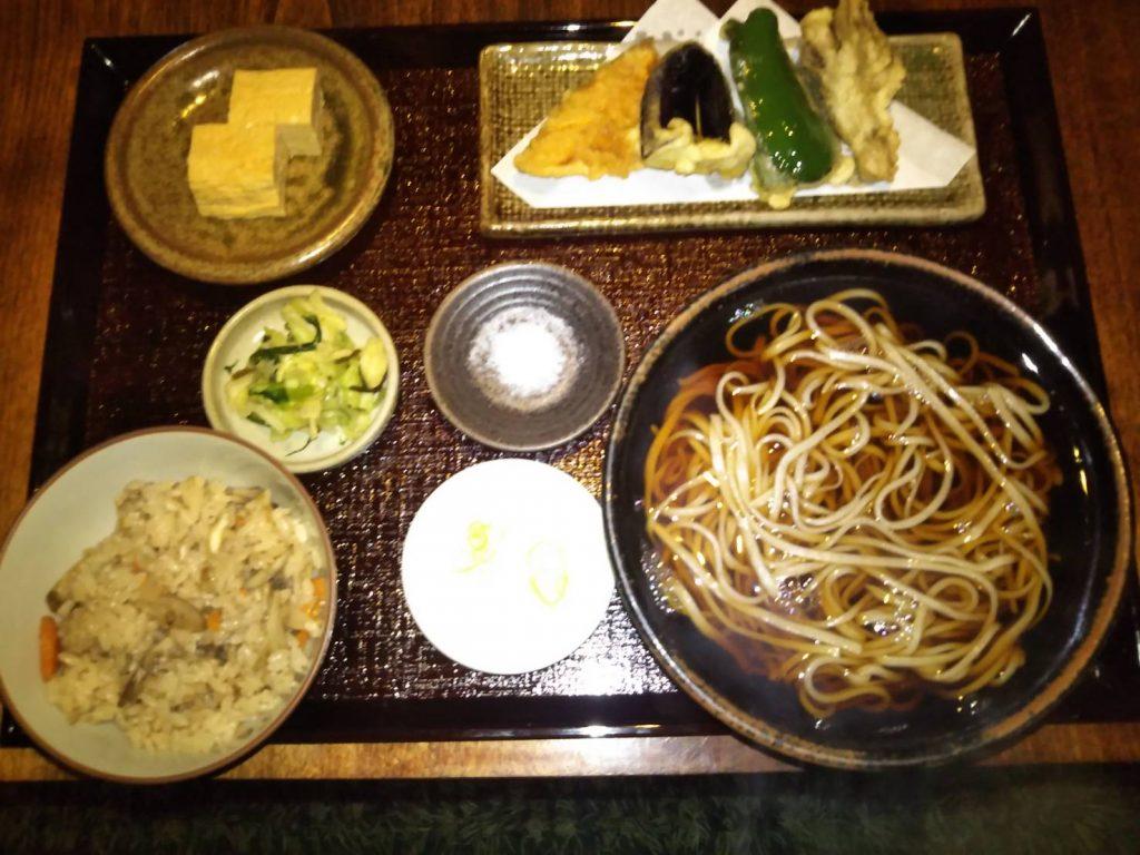 炊き込みご飯天ぷらそばセット